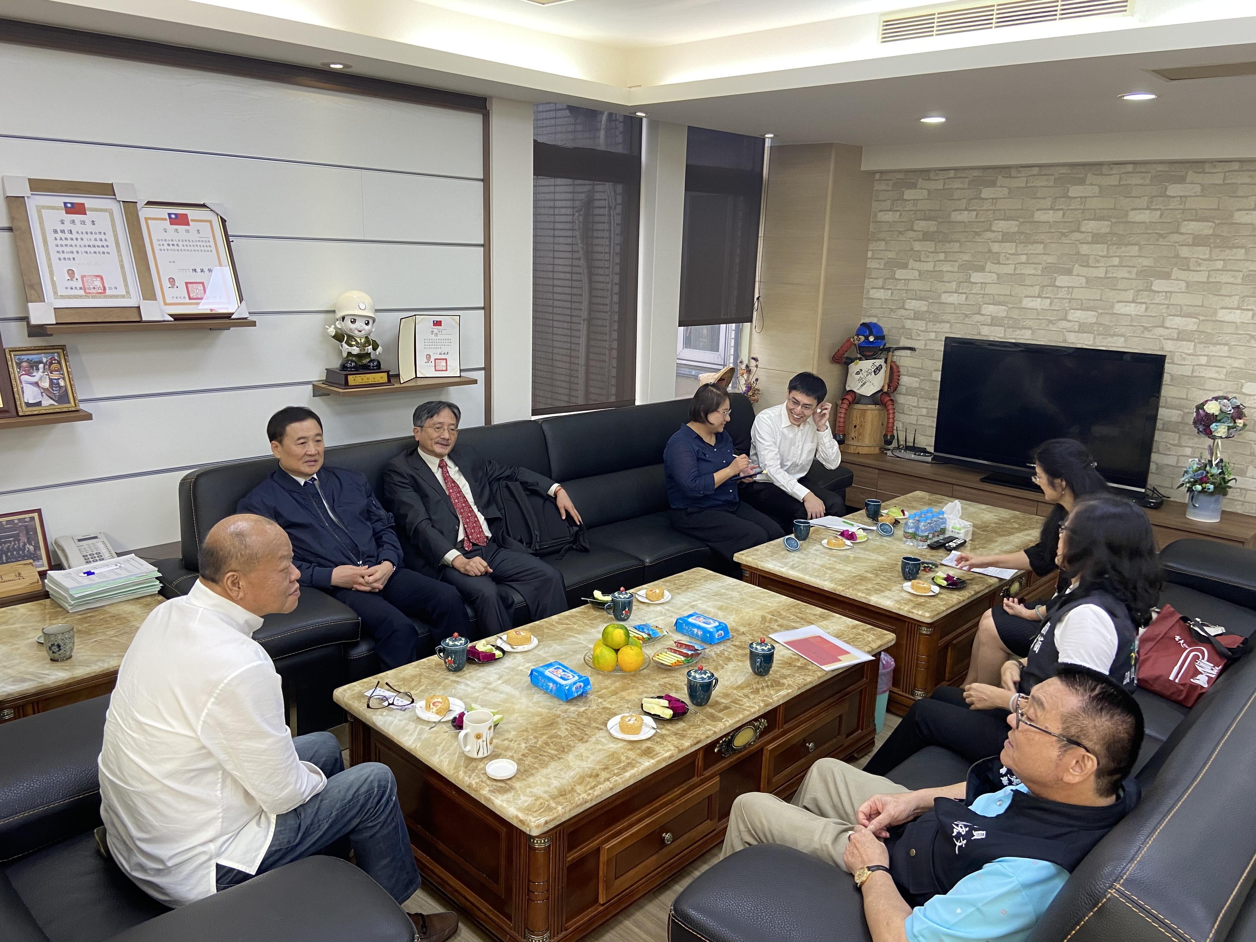 109年地方機關巡察於109年11月27日下午2點,陳景峻、賴鼎銘兩位監委至會拜會張議長。